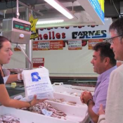 Baixen les vendes del Mercat per la retolació en Valencià